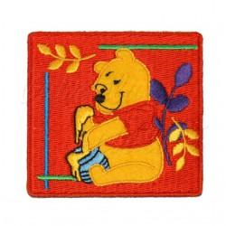Nažehlovačka Disney Medvídek Pú 7 s medem na červeném